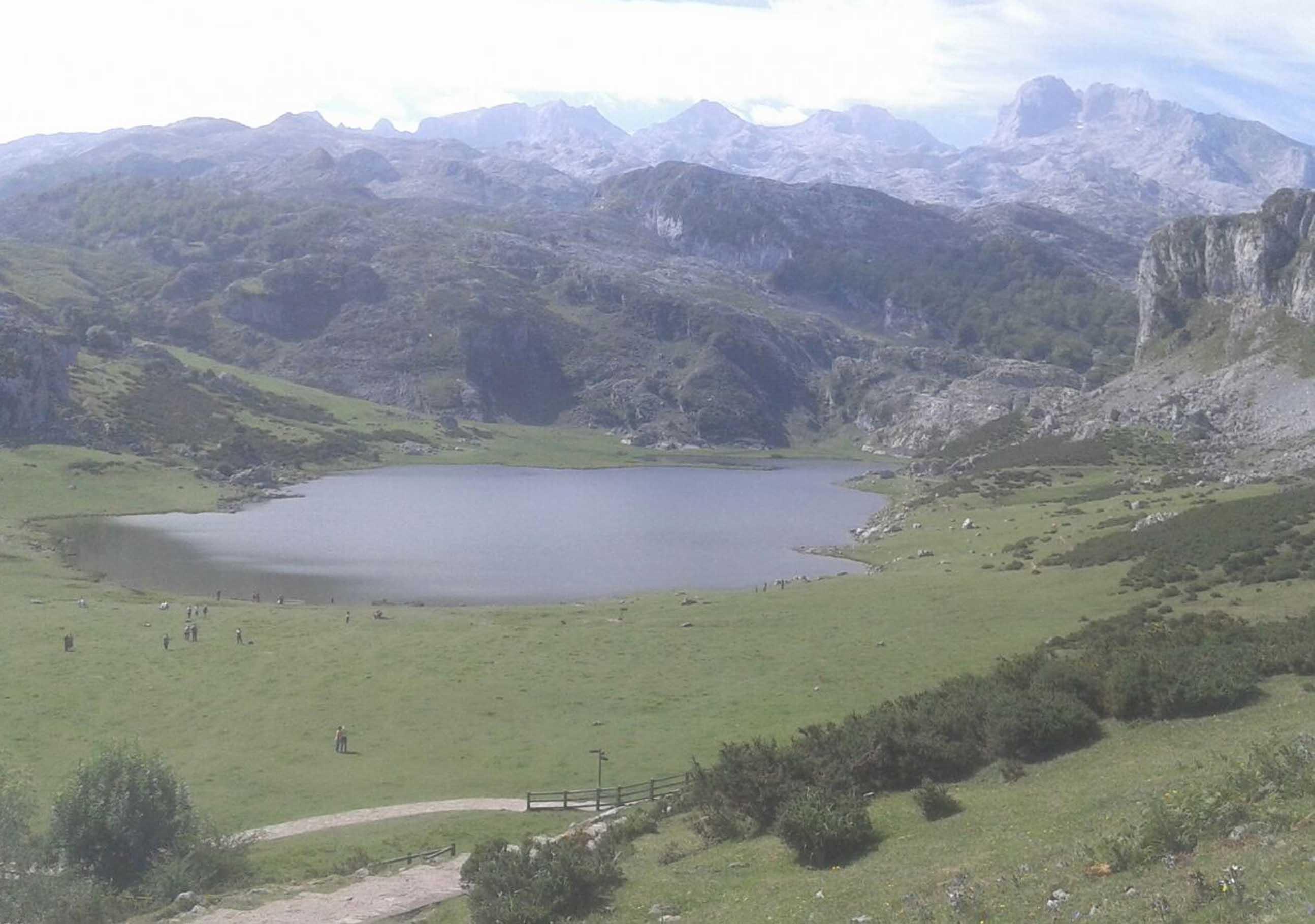 Covadonga - Lago Ercina desde mirador 1.jpg