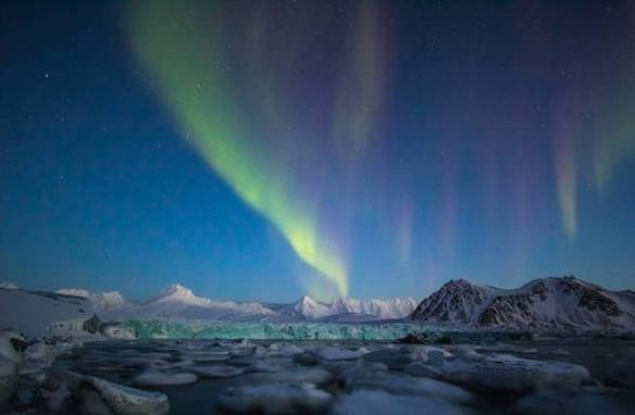 arctic-winter-in-south-spitsbergen-aurora-borealis-over-arctic-fiord