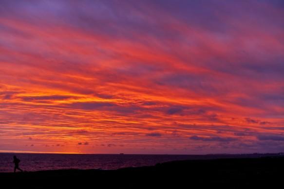 sunset_sun_beach_sky_colors_clouds_sea_boat-684343.jpg